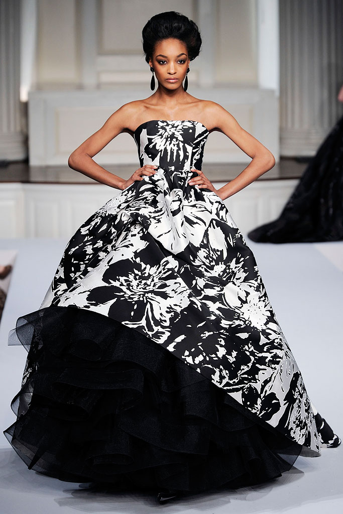 oscar de la renta essay Oscar de la renta has lived a fulfilling life in the fashion world, and continues to make a lasting impression with multiple labels one of the world's most famous and recognized names in the fashion industry, de la renta has created an empire.