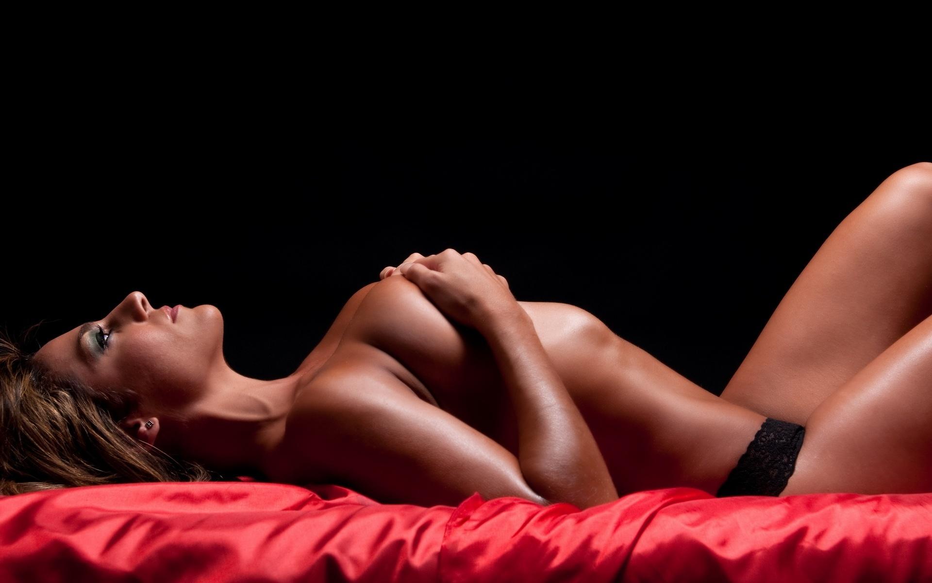 sexu-girl-poses-joanne-krupa-nude