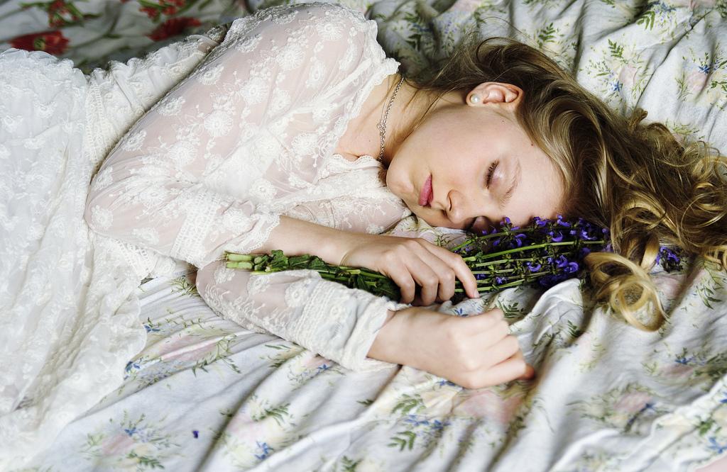 фото спящих девчат покраской был